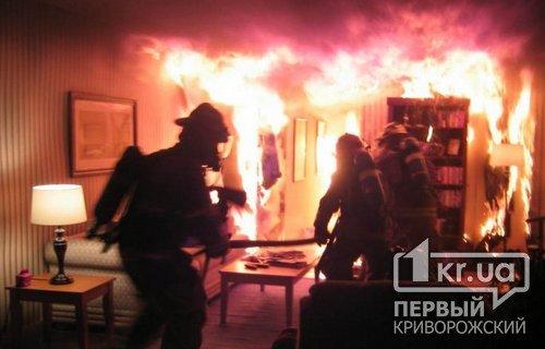 Из пылающего дома криворожские пожарные спасли двоих пенсионеров