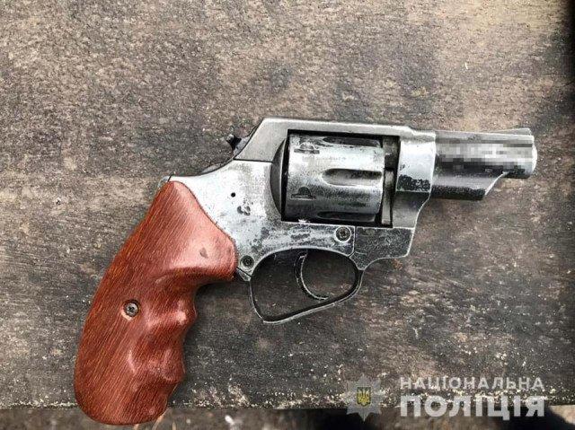 У двоих криворожан изъяли гранату и пистолет